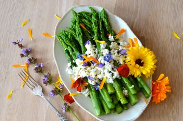 green-asparagus-edible-flowers.jpg