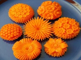 1412852524_flower_carving_from_carrot